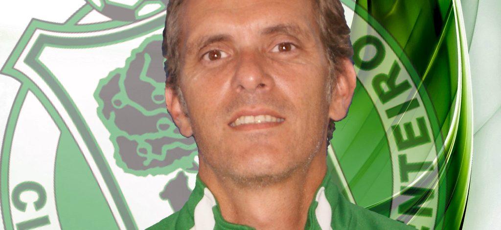 Dimite Manel Vázquez adestrador do CD Arenteiro